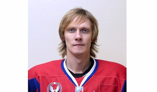 Хоккеист Денис Полюдов перезаключил контракт с «Ижсталью»