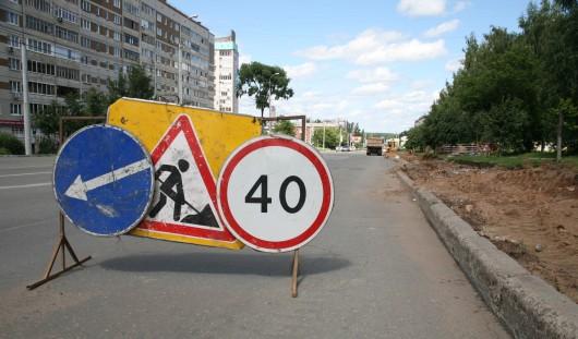 Дорожники устраняют неровности городских улиц в Ижевске