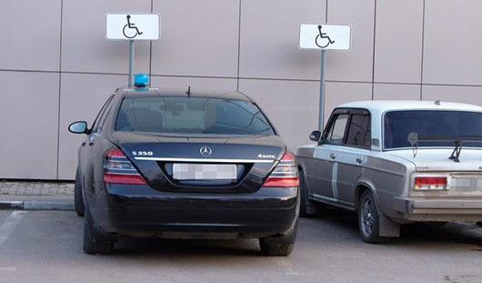 Автомобили ижевчан, незаконно припаркованные на местах для инвалидов, будут эвакуировать