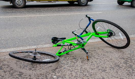 В Ижевске на пешеходном переходе сбили велосипедиста