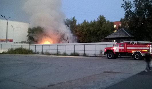 В центре Ижевска загорелся частный дом