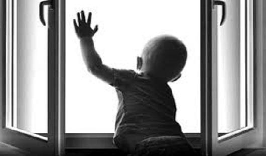 Полуторагодовалый малыш выпал из окна в Ижевске