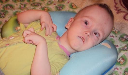 Нужна помощь: годовалый малыш без коляски не может даже гулять