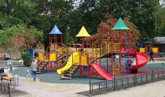 В Удмуртии на детской площадке ребёнку оторвало палец