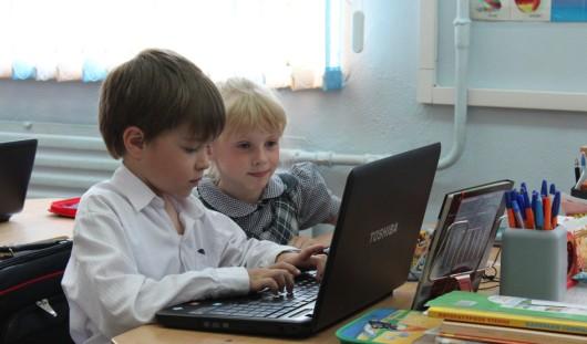 В 23 ижевских школах будут работать с электронными журналами