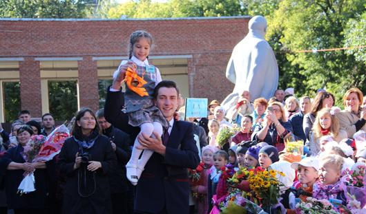 Как школьники отметили 1 сентября и какими в детстве были наши известные земляки: о чем говорят в Ижевске