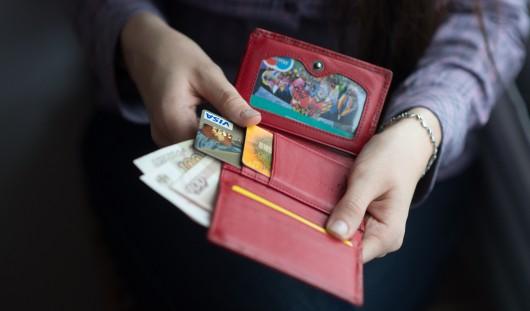 Могут ли приставы списать штраф с зарплатной карты?