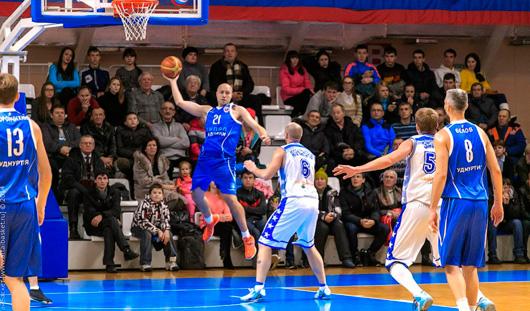 Ижевские баскетболисты провели товарищеский матч в Казани