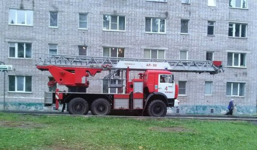 В Ижевске пожарные спасли мужчину, который хотел выпрыгнуть из окна 9 этажа