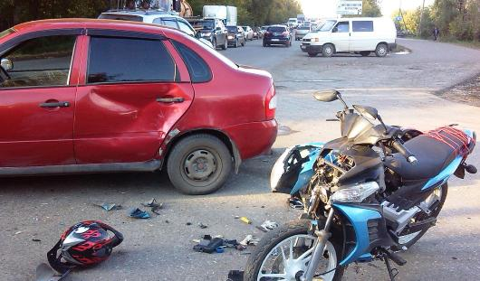 В Удмуртии легковушка сбила несовершеннолетнего водителя мопеда