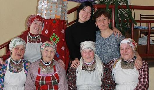 В Интернете появилось видео, как бабушки из Бураново учат японку удмуртскому языку