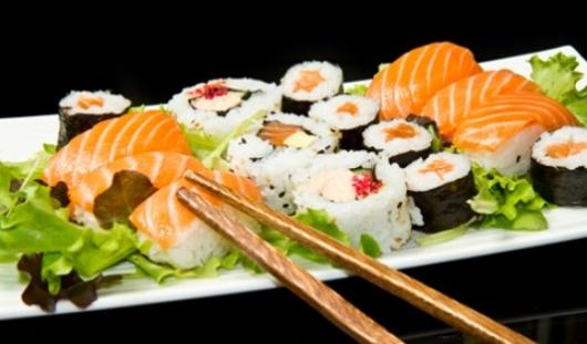В Ижевске водитель такси обокрал доставщика суши