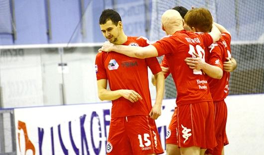 Глазовские мини-футболисты сначала выиграли, а потом проиграли в матчах с екатеринбургской «Синарой»