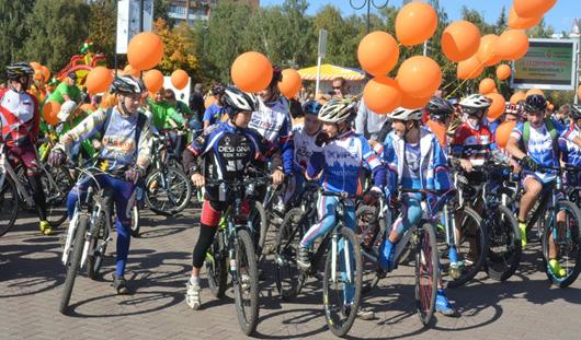 В Ижевске прошел велопарад «Рыжие на колесах»