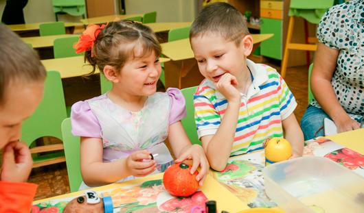 Как ижевчанам вместе с ребенком сделать веселые поделки из даров природы
