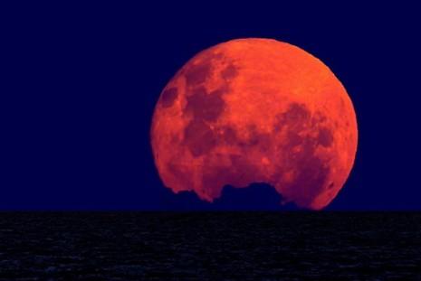 В ночь на 28 сентября в небе над Ижевском можно будет увидеть кровавую Луну