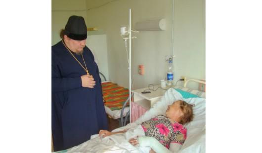 Священник посетил пострадавших в ДТП паломников из Удмуртии