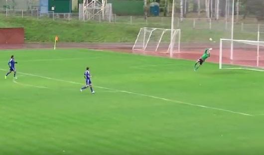 Гол недели: вратарь «Динамо» забил ижевчанам гол от своих ворот