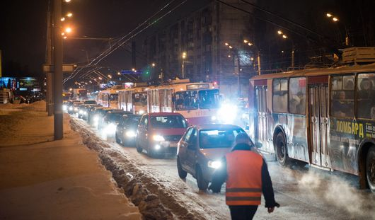 Дополнительные рейсы и заторы в движении из-за автомобилей: как работал общественный транспорт Ижевска в День жестянщика