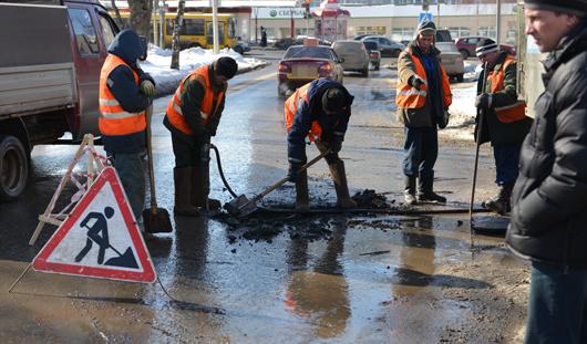 За сутки в Ижевске дорожники использовали около 700 тонн противогололедных материалов