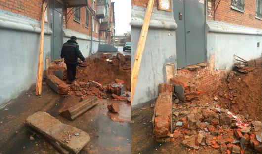 Около одного из домов Ижевска коммунальщики выкопали яму у самого входа в подъезд