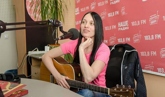 Певица Мара на «Нашем радио» в Ижевске в прямом эфире исполнила новую песню
