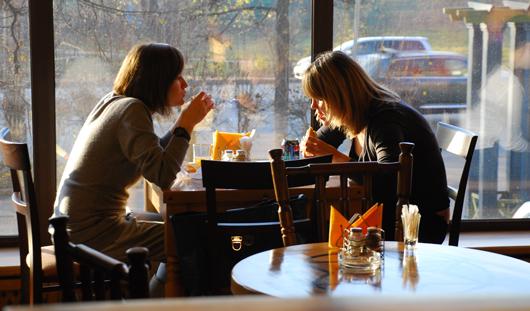 Стейк «Рибай» и Твистер: какие блюда самые популярные в ижевских кафе?