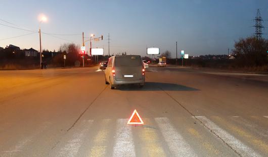 В Ижевске иномарка сбила двух девушек, которые переходили дорогу на «красный»