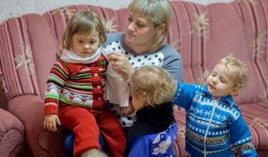 В Ижевске 2-летние тройняшки подхватили бронхит из-за холода в квартире