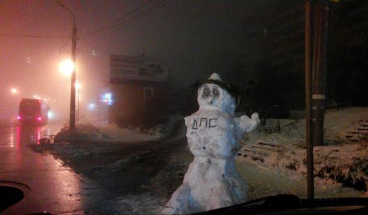 Снеговик-дпсник появился на улицах Ижевска