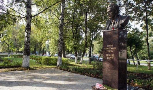 В Ижевске вандалы разукрасили памятник Рихарду Зорге