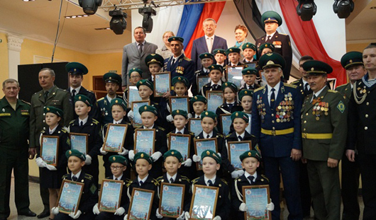 Глава Ижевска Юрий Тюрин поздравил юных кадетов с принятием присяги