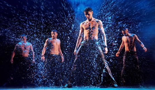 В Ижевске полуобнаженные мужчины покажут «Шоу под дождем. Признание в любви»