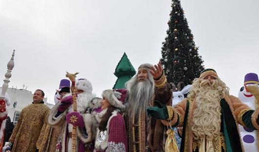 На Центральной площади Ижевска открыли главную городскую елку