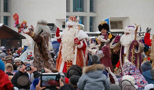 Ижевск посетил Дед Мороз из Великого Устюга