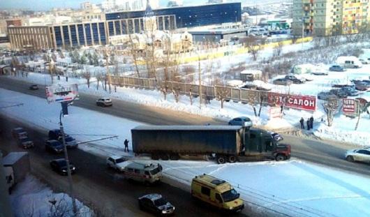 В Ижевске водитель большегруза скончался за рулем