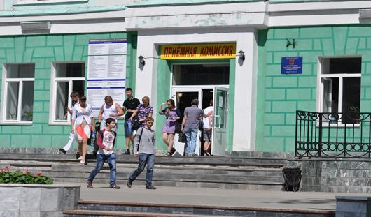 Министерство образования РФ рекомендовало не принимать «троечников» в вузы