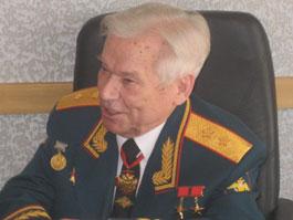 Сити-менеджер Ижевска поздравил великого конструктора Калашникова с днем рождения
