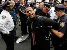 17 человек пострадали в акциях протеста в Нью-Йорке