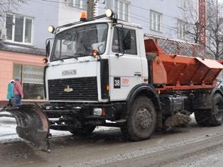 Снег на дорогах Ижевска убирают 120 машин