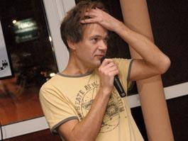 Поэт Горохов в Ижевске прочитал самые дорогие стихи о «пятой точке»