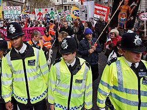Из-за беспорядков центр Лондона заблокирован