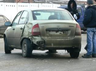 Ижевчанка врезалась в две машины на «не переобутой» «Калине»