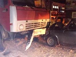 ДТП в Удмуртии: в Воткинске легковушка свернула прямо под КАМАЗ
