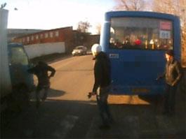 В Удмуртии видеорегистратор автобуса записал, как сбили пешехода