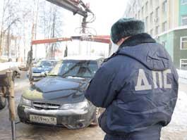 В Ижевске эвакуируют неправильно припаркованные автомобили