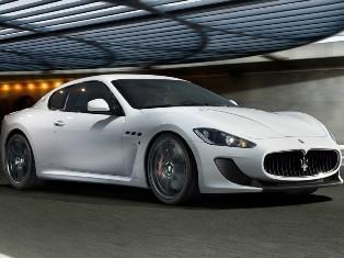 Девушка из Maserati, нарушив ПДД, пнула гаишника