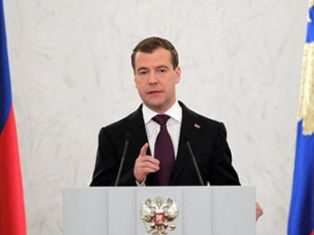 Медведев пообещал вернуть прямые выборы губернаторов