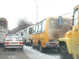 Предновогодние пробки в Ижевске: на Красноармейской серьезный затор