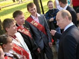 Владимир Путин поговорил с Александром Волковым о престиже рабочих профессий